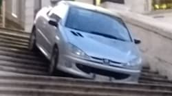 Si getta con l'automobile dalla scala di Trinità dei Monti a Roma: denunciato