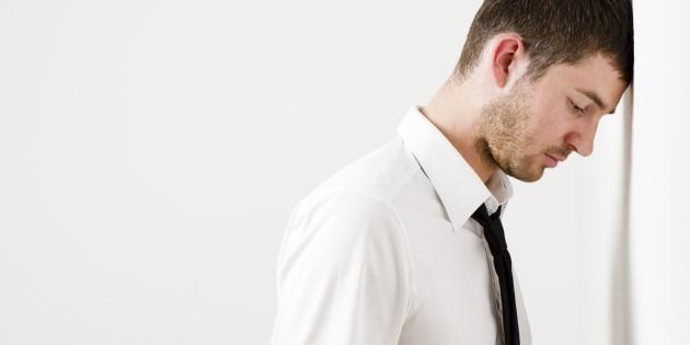 8 symptômes de dépression masquée chez une personne surdouée ou à haut potentiel (et 10 solutions).