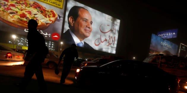 Un cartel de Abdel Fattah al-Sisi el El Cairo durante la jornada electoral.