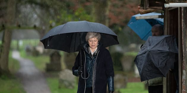 Theresa May rinvierà il voto alla Camera sull'accordo per Brexit, scrive Bloomberg