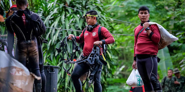 Thaïlande: un sauveteur décède en apportant de l'oxygène aux enfants coincés dans la grotte.