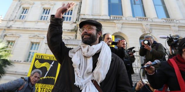 Cédric Herrou, le 4 janvier, devant le tribunal de Nice.