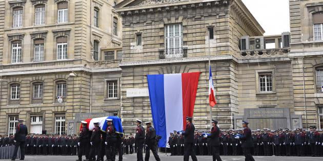 Xavier Jugelé, le policier tué dans l'attentat des Champs-Élysées, reçoit un hommage national