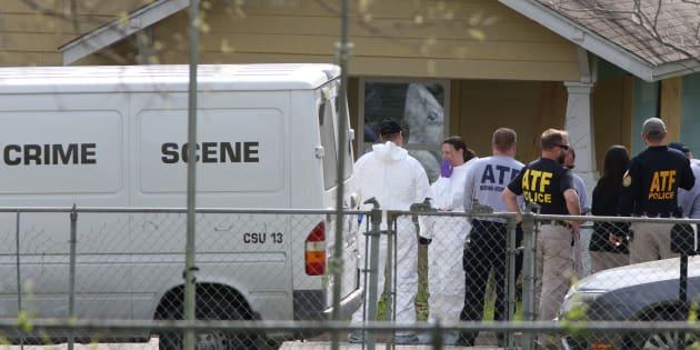 Des investigations au domicile du poseur de bombes Mark Conditt à Pflugerville au Texas le 22 mars 2018.