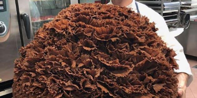 Cet énorme gâteau a été réalisé à la demande d'un client et a nourri les 50 clients du restaurant Paul Bocuse.