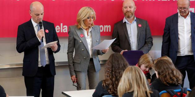 Il ministro francese dell'istruzione Jean-Michel Blanquer e Brigitte Macron in una scuola parigina lo scorso ottobre