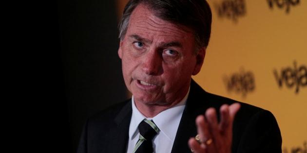 Deputado federal Jair Bolsonaro (PSC-RJ) se consolida em segundo lugar na disputa eleitoral, afirma Datafolha.