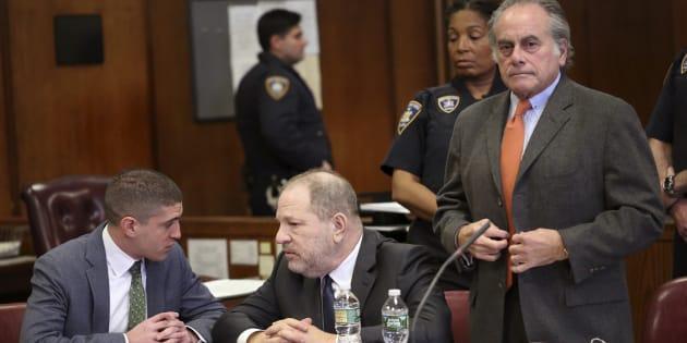 Harvey Weinstein au centre, et son avocat Ben Brafman à droite, à la cour suprême de New York le 20 décembre 2018.