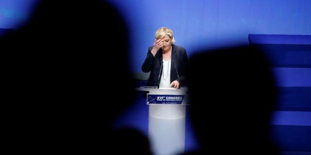 Marine Le Pen au congrès du FN à Lille dimanche 11 mars.