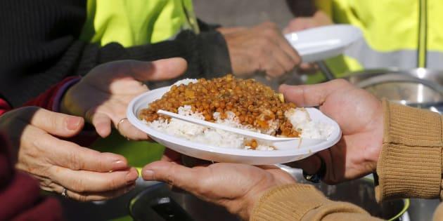 Collomb se donnait 15 jours pour organiser la distribution des repas aux migrants à Calais, c'est raté