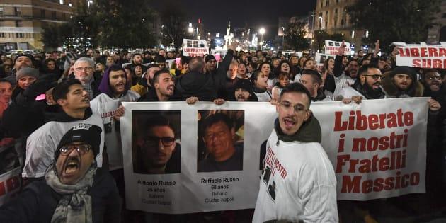 Protesta de parientes y amigos de Raffaele Russo, Antonio Russo y Vincenzo Cimmino, en Nápoles, Italia, el 28 de febrero de 2018.