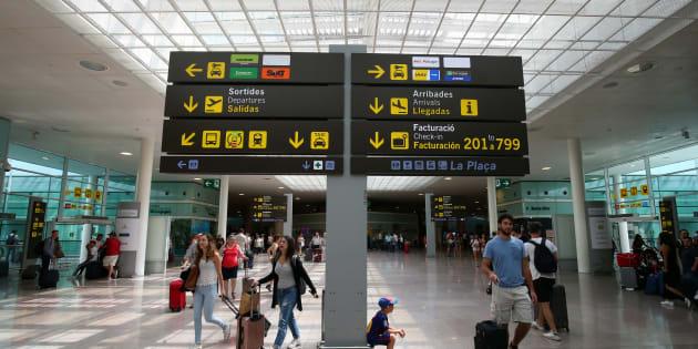 Tránsito de pasajeros en el aeropuerto de El Prat.