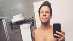 Le chanteur de Simple Plan pose topless et devient viral sur