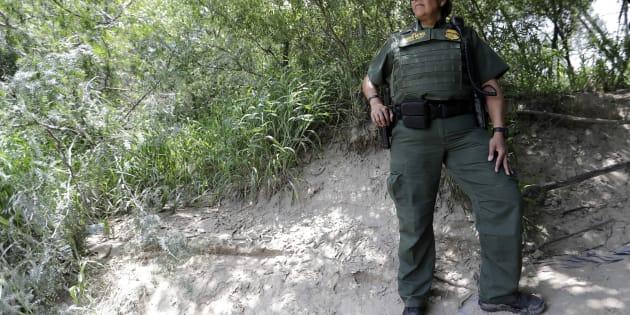 Además de traficar cocaína, el agente fue detenido por comprar armas de fuego ilegalmente. (AP Photo/David J. Phillip)