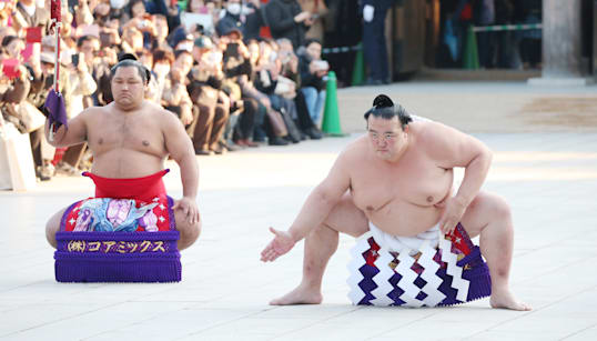 稀勢の里に託された<日本人横綱>という物語 「安易な構図」をまだ続けるのか?