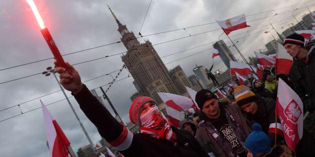 Manifestanti nazionalisti durante la commemorazione del Giorno dell'Indipendenza polacca a Varsavia l'11 novembre 2017
