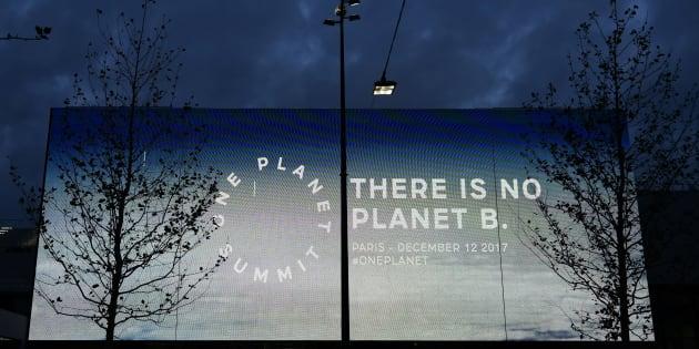 """""""Il n'y a pas de planète B"""", un slogan affiché à l'occasion du One Planet Summit à La Seine Musicale sur l'île Seguin à Boulogne-Billancourt, le 12 décembre 2012."""