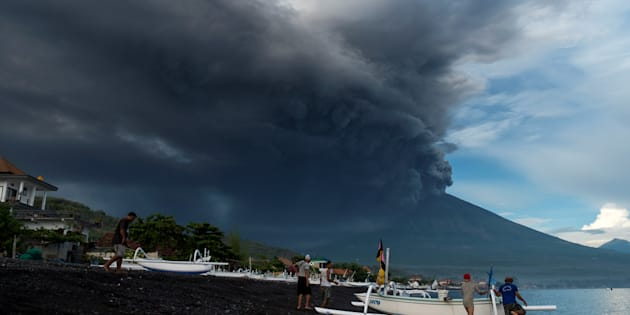 Bali volcano blows disrupting flights