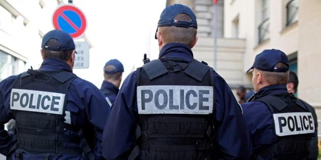 Des policiers patrouillent à Paris, en octobre 2016.