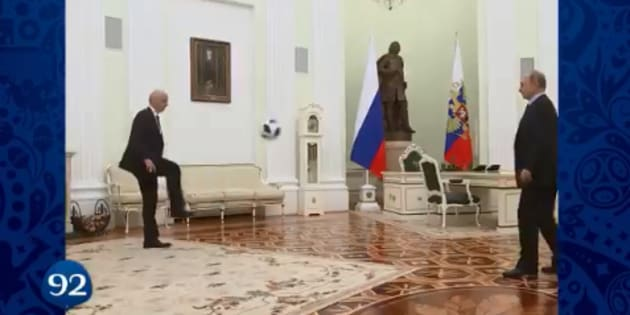 A 100 jours du Mondial, Poutine jongle avec Infantino (Vidéo)