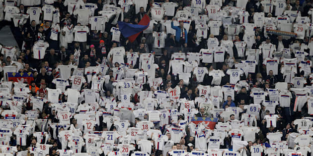 Lyon-Montpellier: L'hommage spectaculaire des supporters de l'OL à Fékir