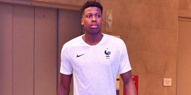 Le nouveau maillot de l'équipe de France de football dévoilé par... un basketteur?