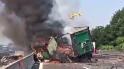 Violento incidente sulla A4, in direzione Milano. Camion in fiamme e oltre 10 km di