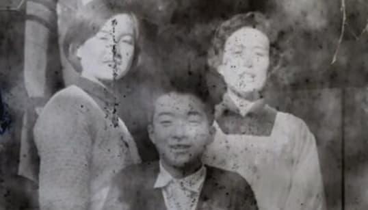 100円のカメラから、謎の家族写真を発見。「本人の元に写真を返したい」情報提供を呼びかけ
