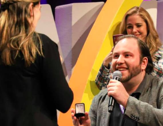 Man proposes to girlfriend at BroadwayCon