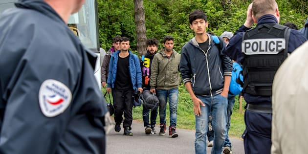 Le camp de migrants de Grande-Synthe en cours d'évacuation — Nord