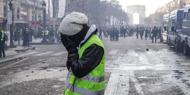 Les Champs-Élysées ont été le théâtre d'affrontements lors de l'acte XVIII des gilets jaunes, qui a beaucoup moins rassemblé que la Marche du siècle.