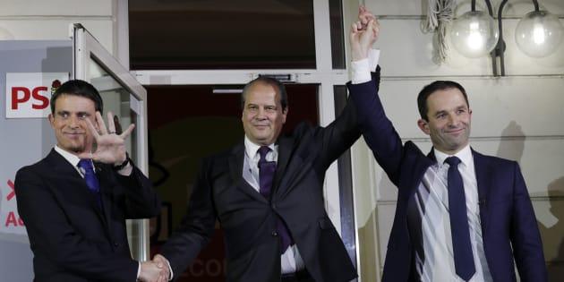 Manuel Valls et Benoît Hamon sur le perron de l'Elysée après les résultats de la primaire de la gauche.