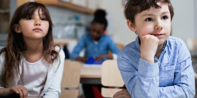 10 bonnes pratiques à appliquer à l'école pour en finir avec les stéréotypes entre garçons et filles.