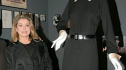 Catherine Deneuve vend aux enchères sa garde-robe Saint
