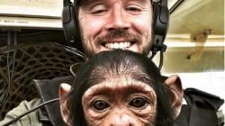 赤ちゃんチンパンジーは、なぜ膝だっこで飛行機に乗ったのか。パイロットからのメッセージが切ない