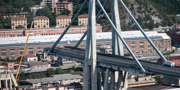 Une vue aérienne du pont Morandi effondré à Gênes le 19 août 2018.