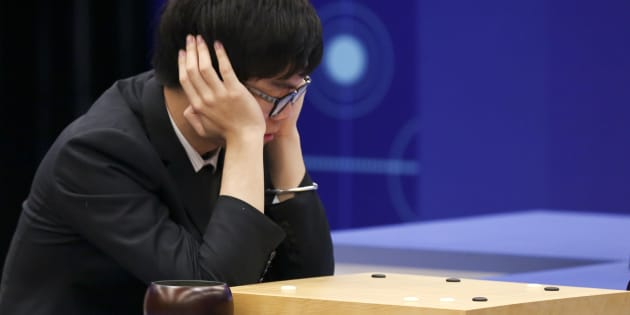 JIAXING, CHINA - MAY 27:  Chinese Go player Ke Jie competes against Google's artificial intelligence program AlphaGo at his third round game during the Future of Go Summit at Wuzhen Town on May 27, 2017 in Jiaxing, Zhejiang Province of China. 19-year-old Chinese player Ke Jie takes on an artificial intelligence program AlphaGo in a best-of-three contest.  (Photo by VCG/VCG via Getty Images)