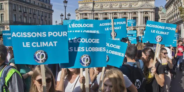 Les manifestants qui veulent attirer l'attention sur le réchauffement climatique pensent qu'il y a un lien entre gilets jaunes et climat, entre justice social et climatique.