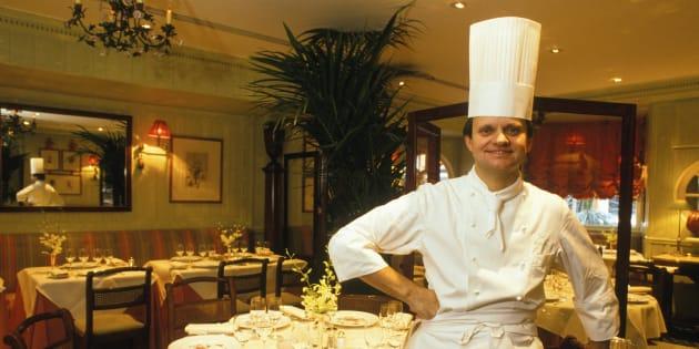 Comment Joël Robuchon est devenu chef cuisinier alors qu'il se destinait à la prêtrise