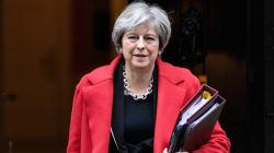 All'ultimo minuto Belfast fa saltare gli accordi sulla Brexit. May e Juncker costretti a un altro round di