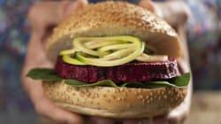 Hambúrguer vegetariano tem mais sal do que o de carne, revela