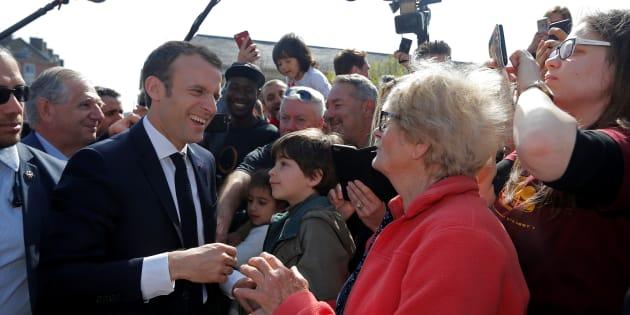 """Les """"merci"""" de Macron aux retraités semblent payer pour sa cote de popularité"""