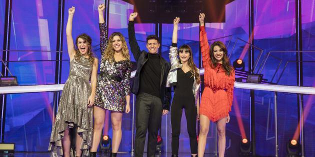 Los cinco finalistas, Amaia Romero, Miriam Rodriguez, Alfred Garcia, Aitana y Ana Guerra, celebran su pase a la final durante la gala 12ª de 'Operacion Triunfo' (OT) en Barcelona.