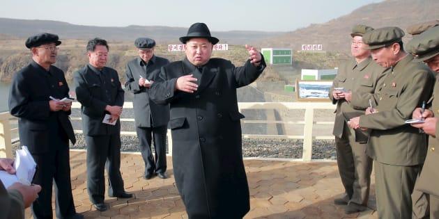 Le dictateur nord-coréen Kim Jong-Un, en visite dans une centrale électrique en avril 2016.