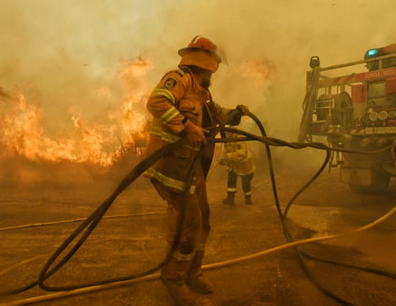 Canadian firefighters help Australia battle fires