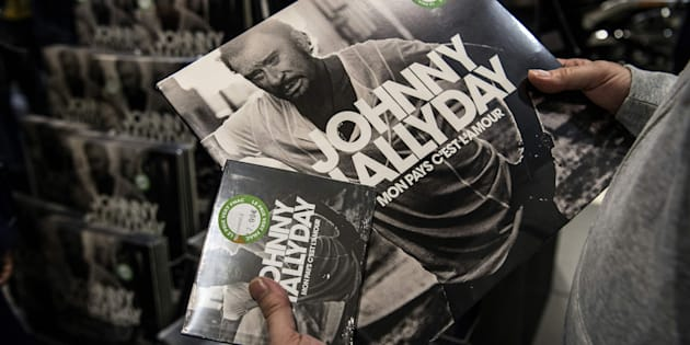 """Le disque cd et vinyle de Johnny Hallyday """"Mon pays c'est l'amour""""."""