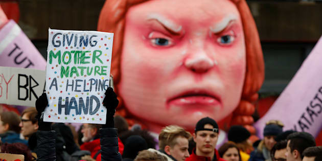 Students use a carnival float depicting Swedish environmental campaigner Greta Thunberg during a strike from school to demand action on climate change at the town hall square of Duesseldorf, Germany, March 15, 2019.  REUTERS/Wolfgang Rattay