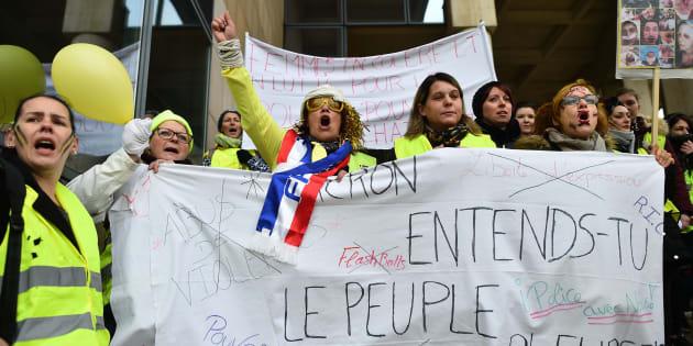 """Répondre aux gilets jaunes sans creuser le déficit? """"possible"""" pour la cour des comptes (photo prise le 13 janvier à Paris)"""