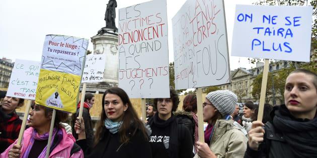 Des femmes manifestent contre le harcèlement sexuel lors du rassemblement #metoo Place de la République à Paris, le 29 octobre 2017.
