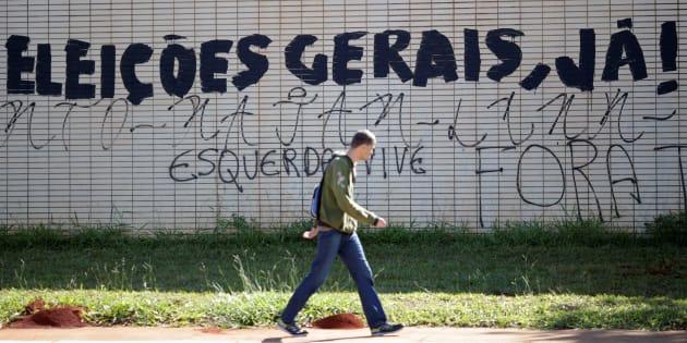 """Muro em na Esplanada dos Ministérios com o pedido de """"eleições gerais""""."""